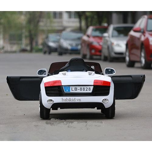 Giới thiệu của  xe ô tô điện trẻ em giá rẻ Audi R8 8828 cho trẻ con